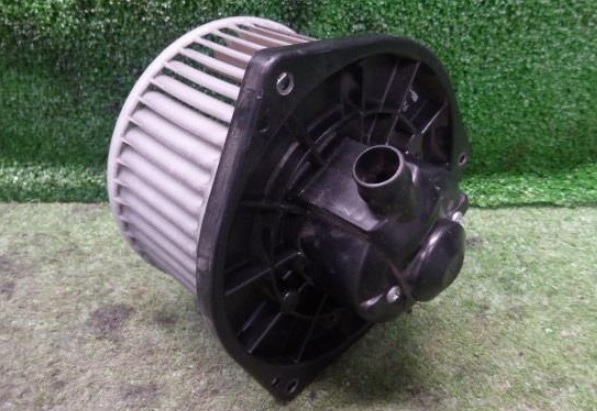 BLM32205                                  - [ZD30DDTI] URVAN E25 4X4                                  - Blower Motor                                 ....195670